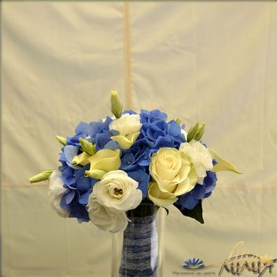 Bridal bouquet of roses, hydrangea and EUSTOMA
